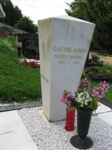 8. Gačnikov grob v Libeličah_1